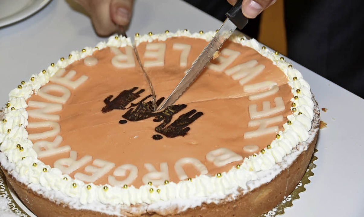 Eine Torte gab es zur Vereinsgründung.   | Foto: Andrea Steinhart