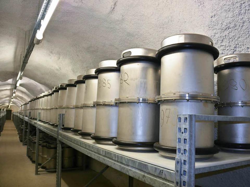 1500 Edelstahlfässer stehen in dem unterirdischen Archiv.    Foto: Rüskamp