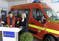 Weihwasser f�r neuen Transportwagen
