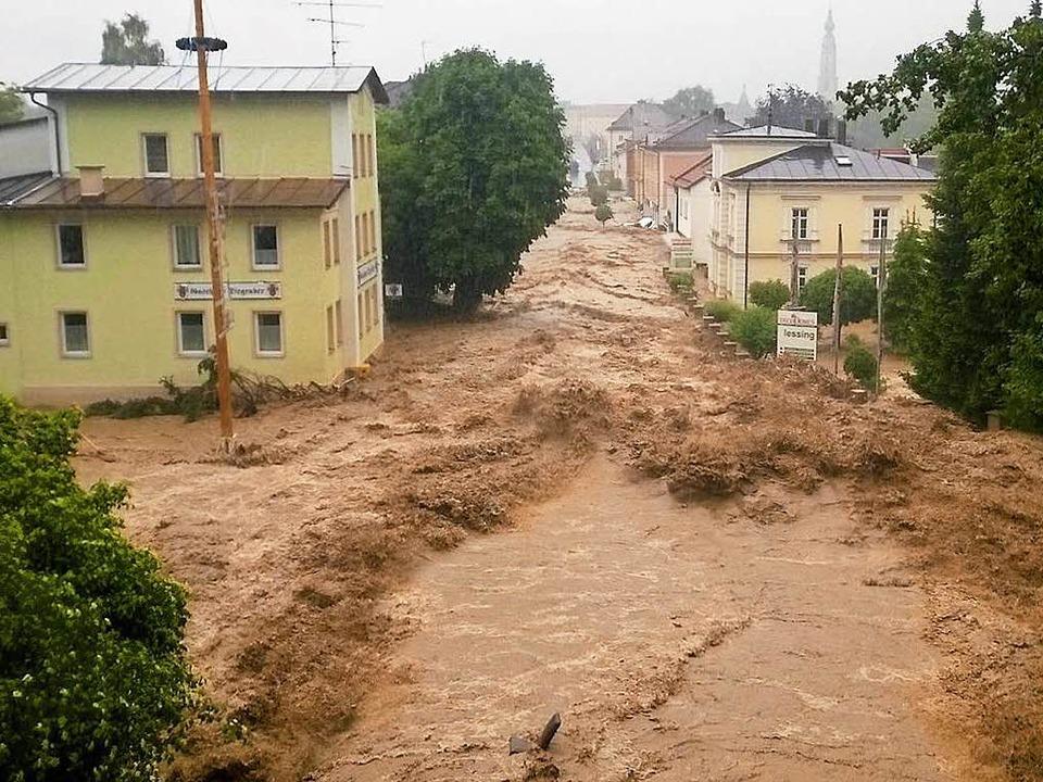 Bei Starkregen kann die Dorfstraße  zum reißenden Fluss werden <ppp></ppp>  | Foto: Walter Geiring