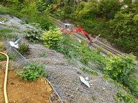 Nach dem Erdrutsch: Netz und 700 Nägel halten den Hang
