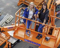 Sabrina und Vanessa Binz f�hren in Denzlingen einen der gr��ten Ger�stbauer Deutschlands