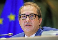 Der Verkehrsminister sieht in unzureichenden europ�ischen Regeln den Grund f�r die VW-Abgasaff�re
