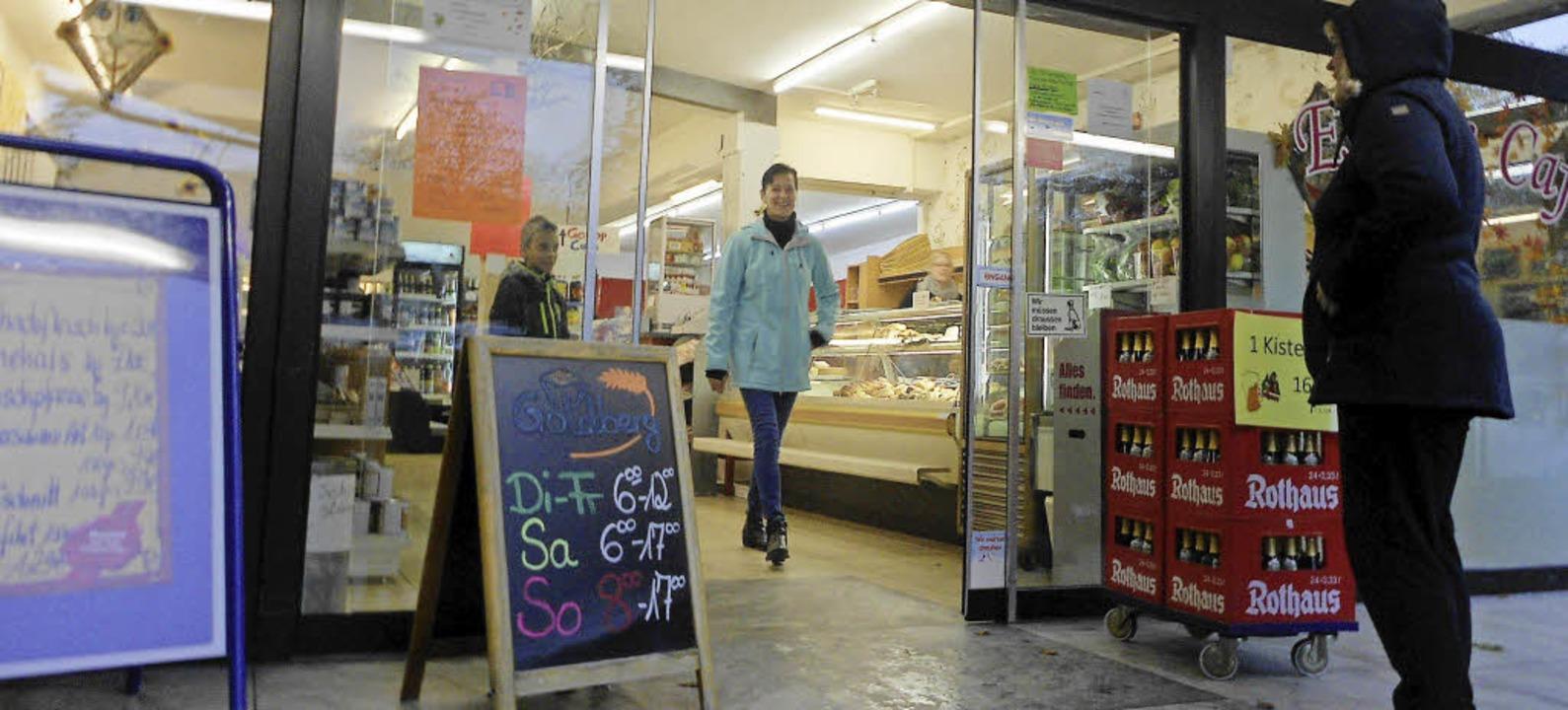 Im Isteiner Laden ist neben Metzger St...ungszeiten sind aber nicht  endgültig.  | Foto: Langelott