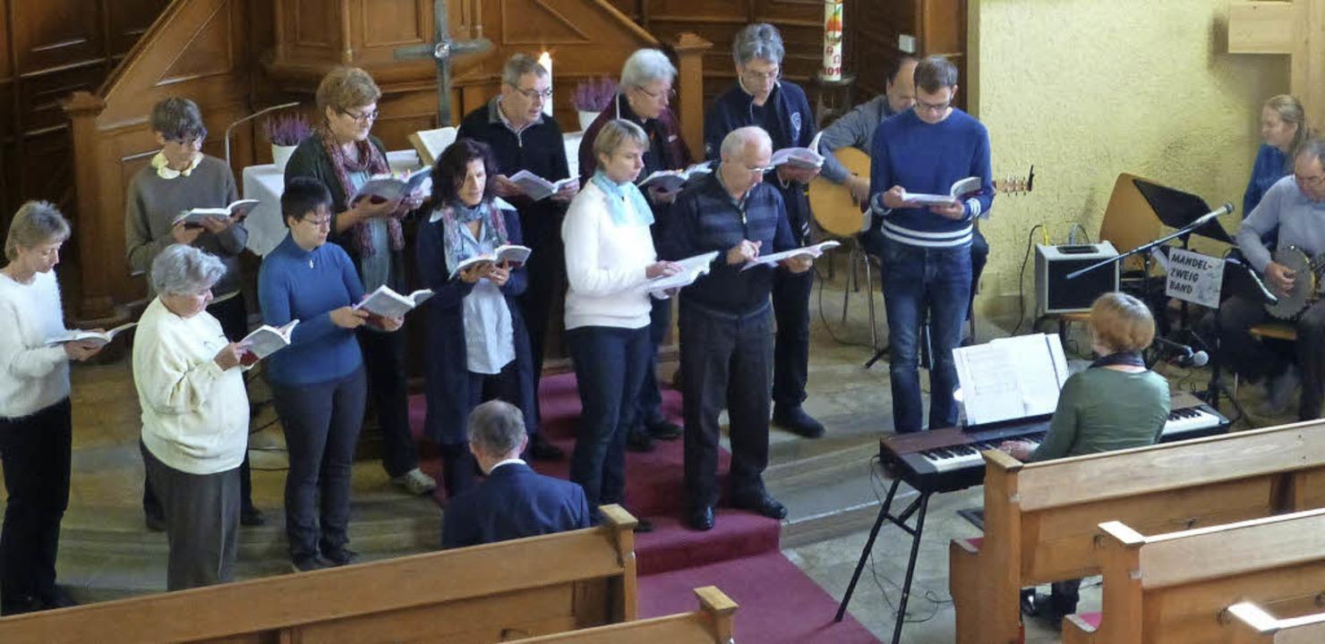 Beim mitreißenden Chorprojekt in der e...wurden Lieder aus aller Welt gesungen.  | Foto: privat