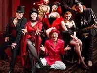 Burlesque: Publikum z�gert bei soviel geballter Erotik