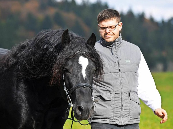Gekört - Simon Blattert aus Bonndorf - Dillendorf mit dem Schwarzwälder Rapphengst Ramos.