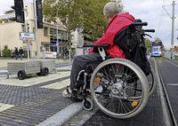 Umgebaute Haltestelle stellt Rollstuhlfahrer vor Probleme