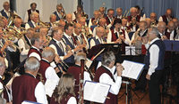 111 Musiker gemeinsam auf der B�hne