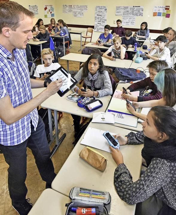 Kein Handyverbot? Im Physikunterricht ...um sind Tablet und Handy Lehrmittel.    | Foto: Michael Bamberger