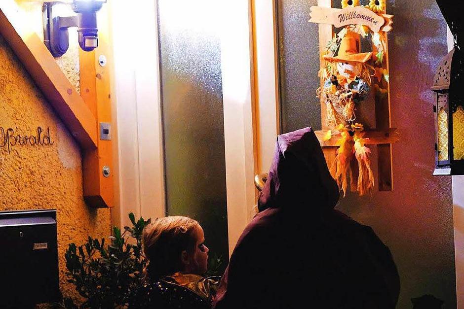 Hexen und Gruselwesen machten am Dienstag die Straßen Südbadens unsicher. (Foto: Miroslav Dakov)