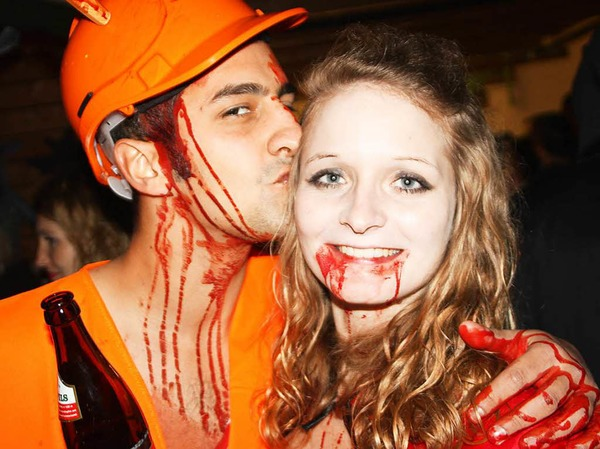 Mehr oder weniger furchterregende Gestalten versammelten sich zur Halloweenparty der Brenneter Dorfhäxe am Montag in der Schulsporthalle Öflingen.