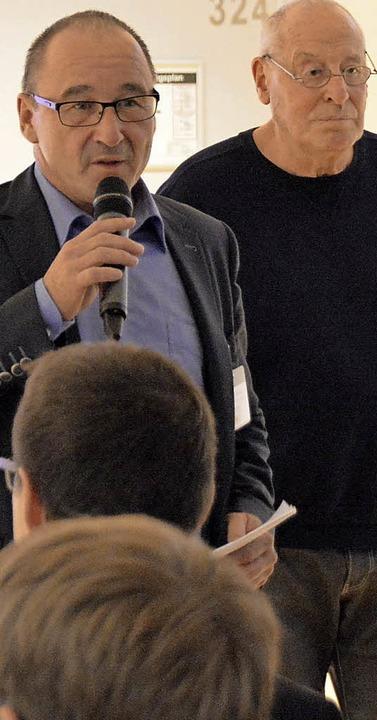 Schulleiter Manfred Stratz (links) Manfred Grether (Freundeskreis)  | Foto: Horatio Gollin