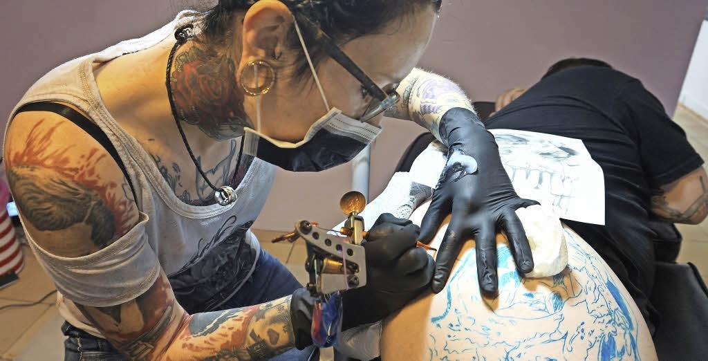 christina piercing rasieren sexpuppe benutzen