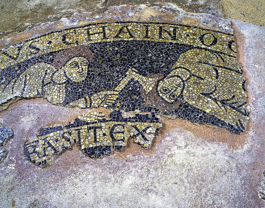 Das Mosaik in der Grabung der Unterkir...Jahre zwischen 1117 bis 1155 datiert.   | Foto: Ekkehard Klem