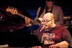 Fotos: Jazz – und Soulmusiker Ed Motta im Freiburger Jazzhaus