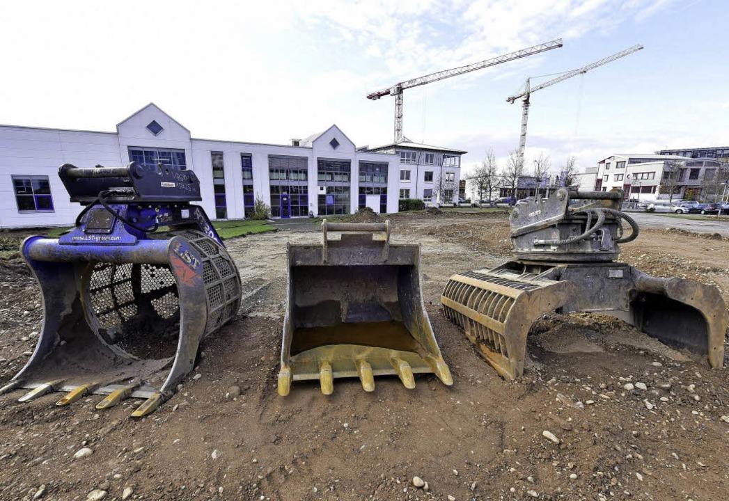 Im Hintergrund (links) ist das bestehe...em der Erweiterungsbau entstehen soll.  | Foto: Thomas Kunz