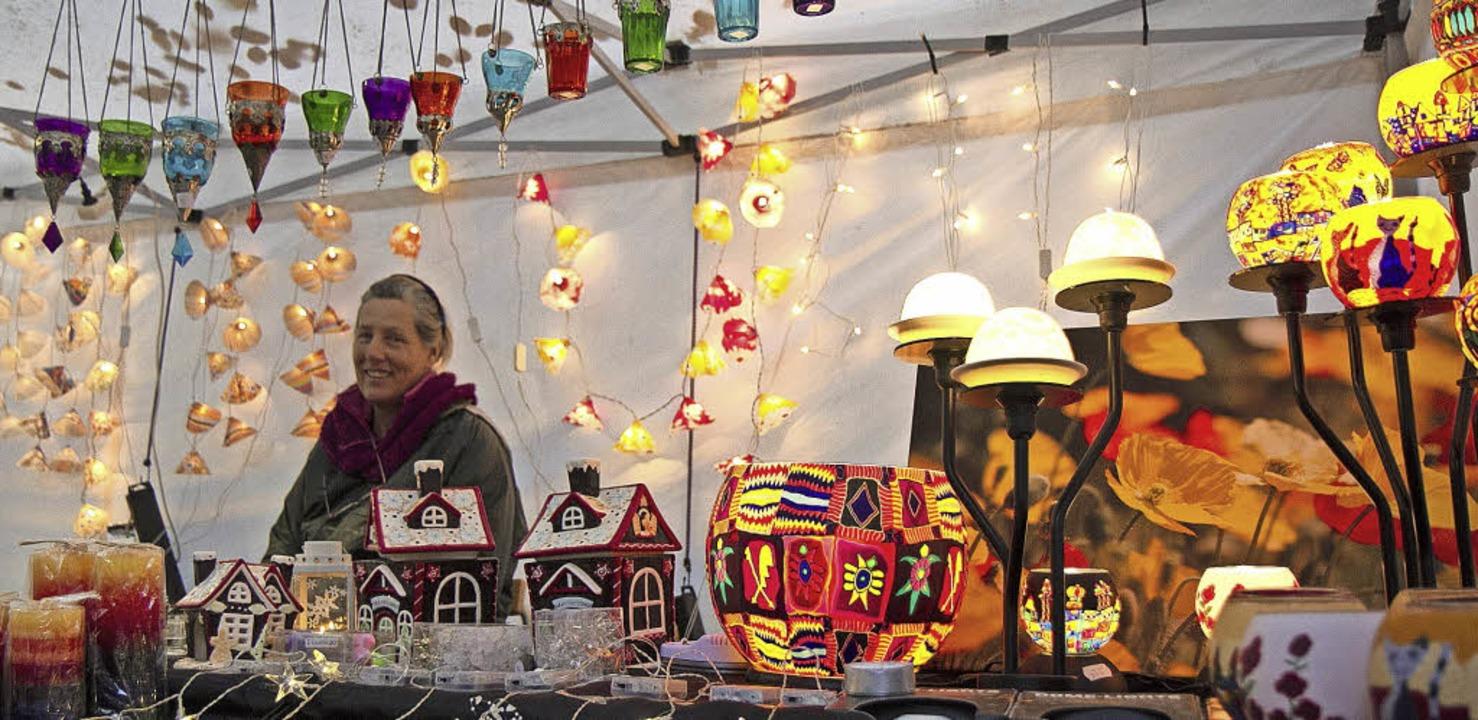 Einkaufen für den Winter und Weihnacht... Wochenende in Waldkirchs Innenstadt.     Foto: Archivfoto: Daniel Fleig