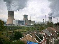 Fußballer tragen Trikots gegen belgisches Atomkraftwerk