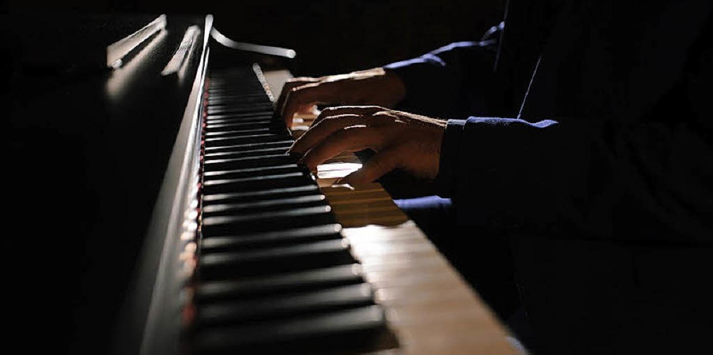Der Denzlinger Kulturkreis lädt ein zum Klavierabend mit Timur Gasratov   | Foto: majorik0207/fotolia.com/Privat