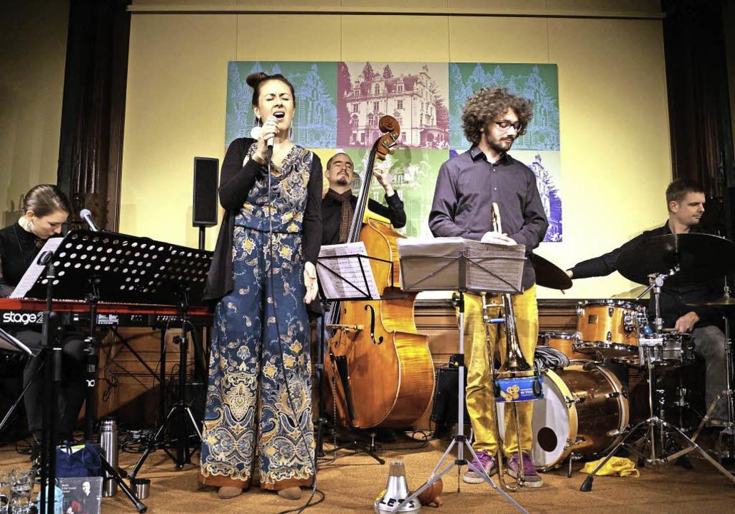 Neele & The Sound Voyage nahmen ih...rung anstehenden Werke unter die Lupe.  | Foto: Silke Hartenstein