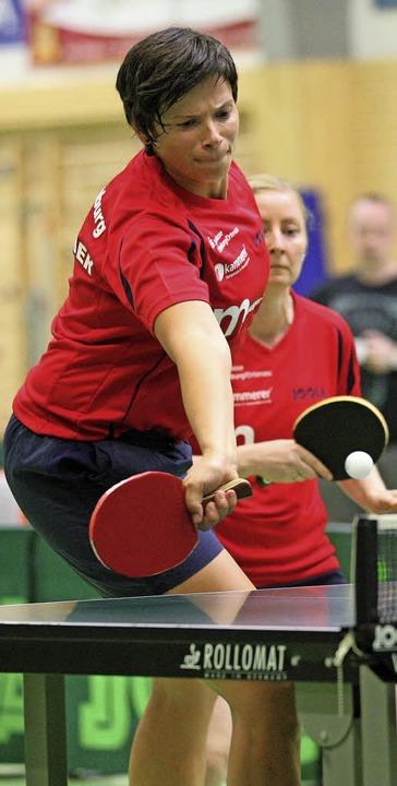 Zwei wichtige Punkte holten Petra Heub...nd Kolleginnen von der DJK Offenburg.   | Foto:  A. Buss