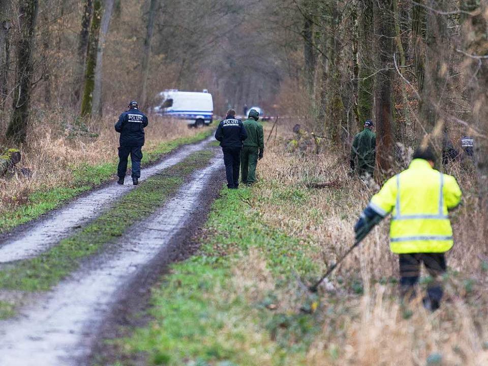 In einem Wald bei Legelshurst wurde am...eiche einer 20-jährigen Frau gefunden.  | Foto: dpa