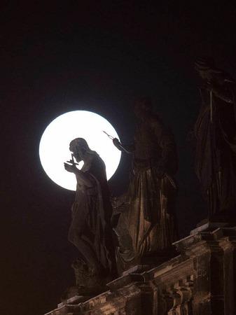 Klarer Blick in Dresden auf den Supermond.