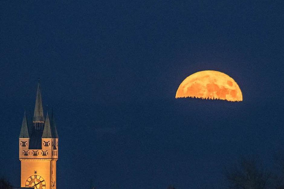 Mondaufgang in Nürnberg (Foto: dpa)