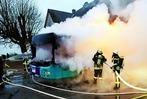 Fotos: Linienbus brennt im Neurieder Ortsteil Müllen aus