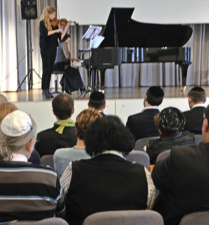 Gemeindemitglieder  gestalteten das ambitionierte Musikprogramm.  | Foto: Gerhard Walser