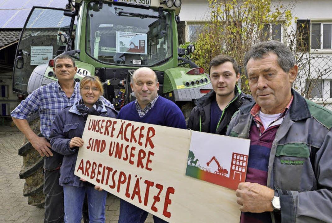 Sie fürchten um ihre Höfe (von links):...en-Demo quer durch die Stadt geplant.     Foto: Michael Bamberger