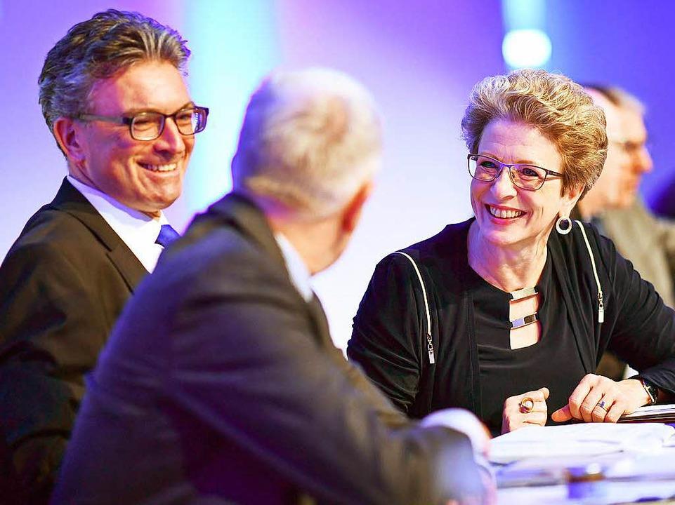 Barbara Bosch im Gespräch den OB-Kollegen Dieter Salomon (links) und Fritz Kuhn  | Foto: dpa