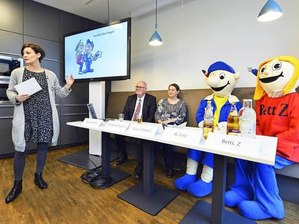 Autorin und BZ-Redakteurin Yvonne Weik stellt das Buch vor. Mit dabei: BZ-Verleger Wolfgang Poppen, Nadja Poppen, B. Zetti und Betti Z.