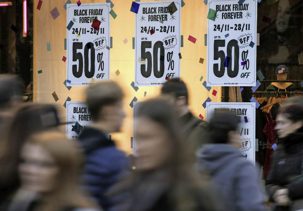 einkaufswahn am black friday briten kaufen waren f r mehr als zwei millionen pfund panorama. Black Bedroom Furniture Sets. Home Design Ideas