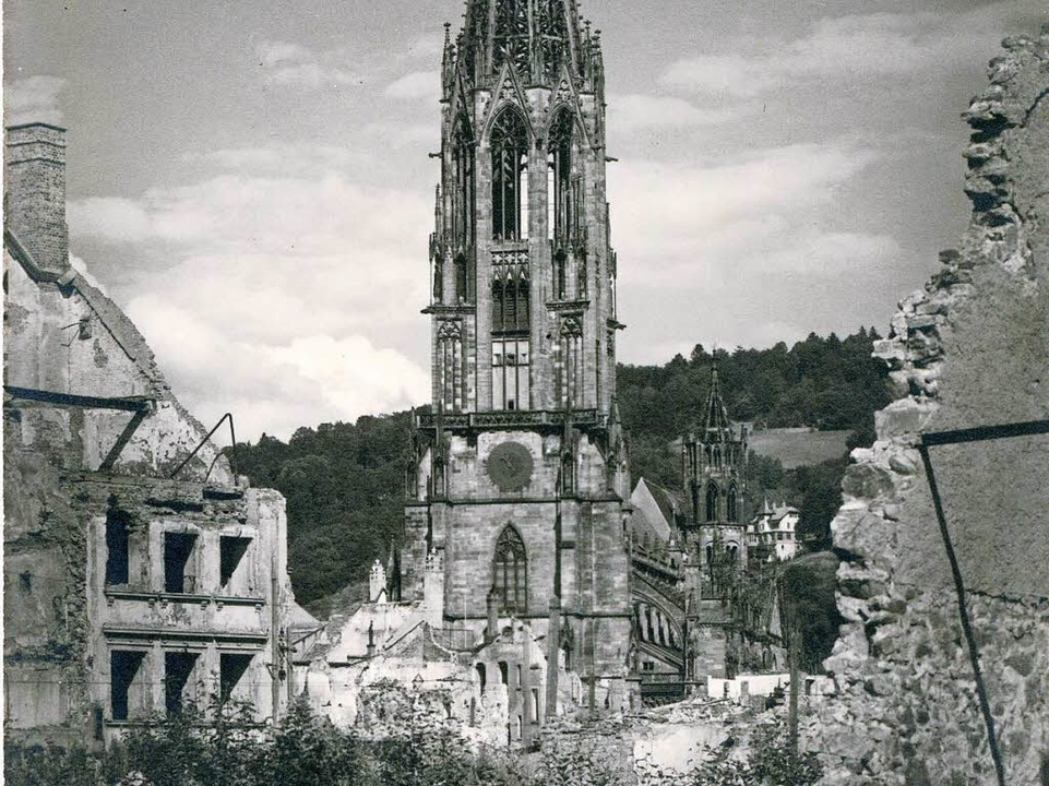 Zeichen der Hoffnung: das fast unbeschädigte Münster    Foto: Archiv Hans-Jürgen Öhler