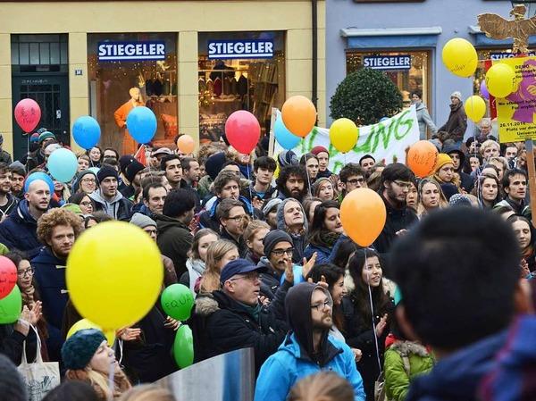 """""""Freie Bildung für Alle"""" forderten die rund 600 Studenten."""