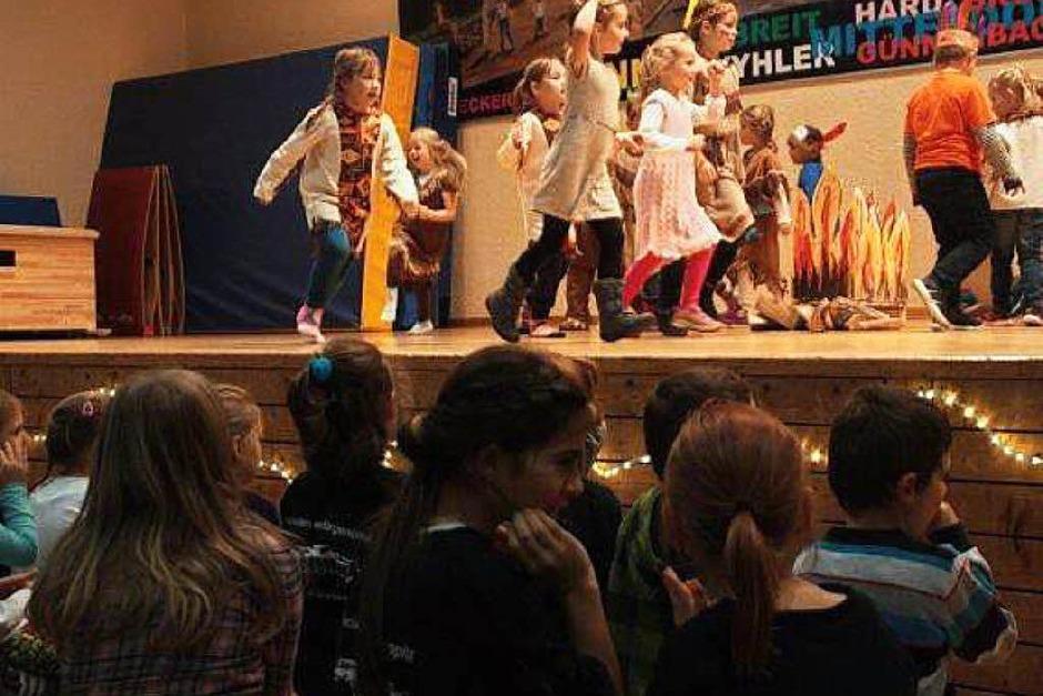 Mit viel Begeisterung waren die großen und kleinen Turner bei der Sache. Fotos: Jörn Kerckhoff