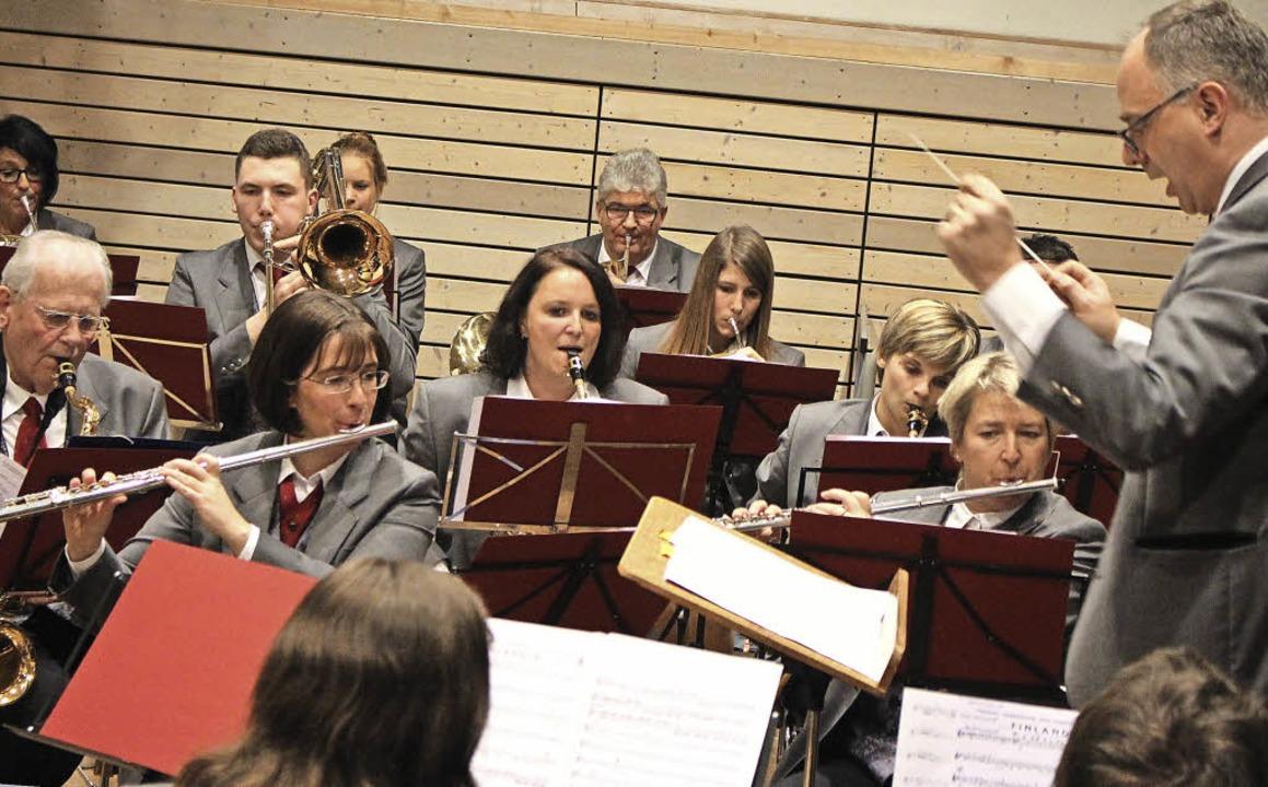 Klangstark: Die Hebelmusik mit Dirigent Naas   | Foto: Anja bertsch
