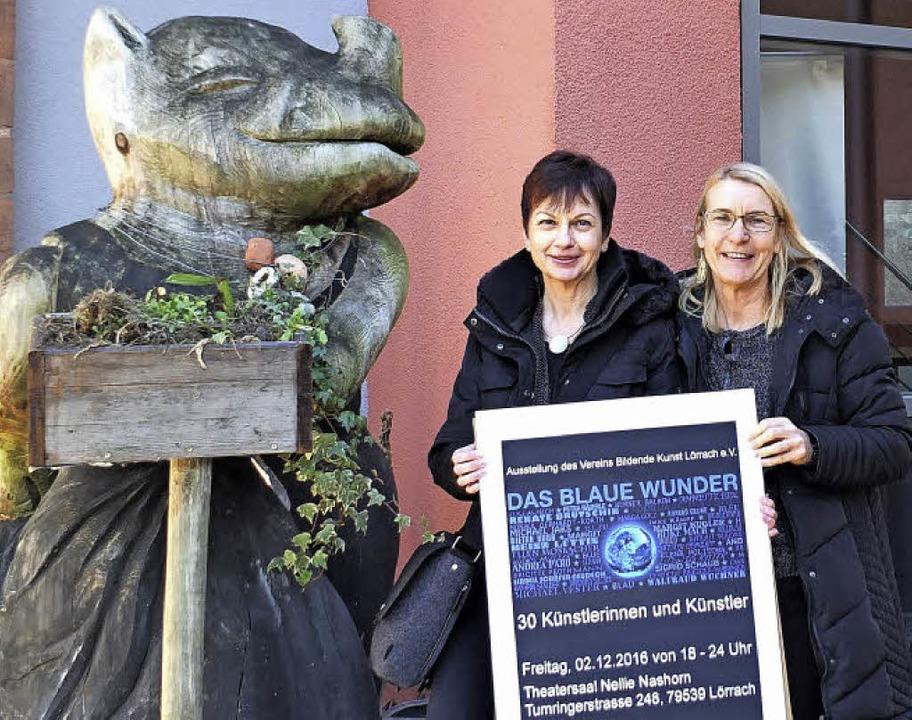 Ellen Mosbacher und Marga Golz vor dem Nellie Nashorn   | Foto: Martina David-Wenk