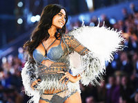Fotos: Victoria's Secret schickt Models in Paris über den Laufsteg
