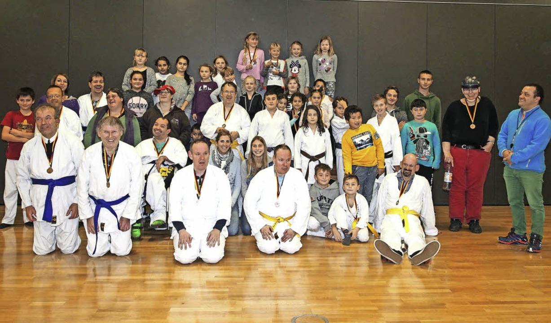 Karate: Am Wochenende feierte die Kara...rechts) freut sich über das Jubiläum.   | Foto: St. Josefshaus