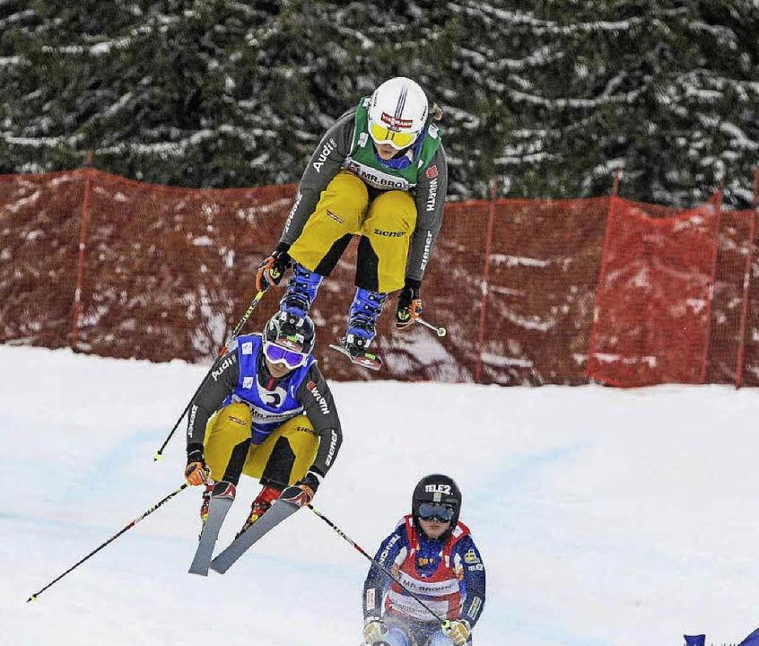 Einfach mal abheben: Daniela Maier (ob...0 dank perfekter Skitechnik gelassen.   | Foto: hafner