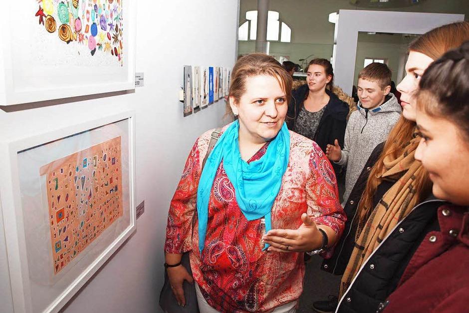 Schülerarbeiten ganz unterschiedlicher Stile, Techniken und Altersstufen sind in der Ausstellung zu sehen. (Foto: Michael Haberer)