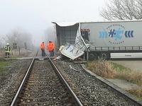 Laster stößt mit Breisgau S-Bahn zusammen - drei Leichtverletzte