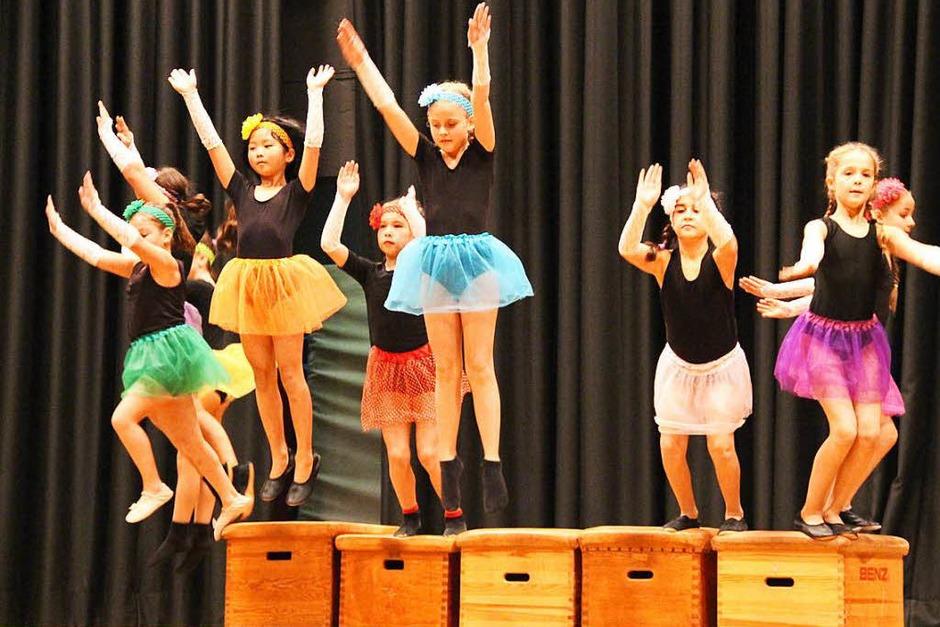 Hier vermischen sich Tanz und Akrobatik. (Foto: Monika Weber)