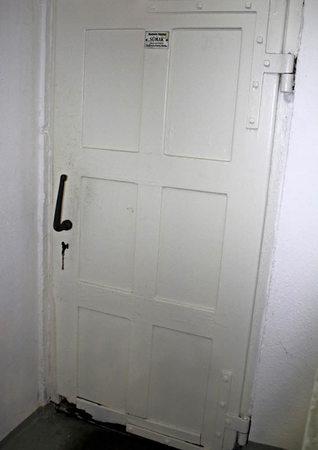 lenzkirch macht auf die t r der s liche duft verr t den alkohol im tank badische. Black Bedroom Furniture Sets. Home Design Ideas