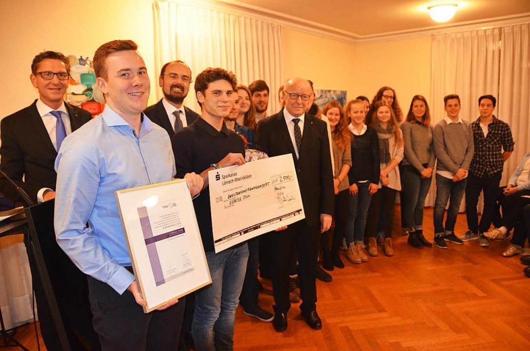 Das Leinegg-Team bekommt den Bürgerpreis.  | Foto: Peter Gerigk