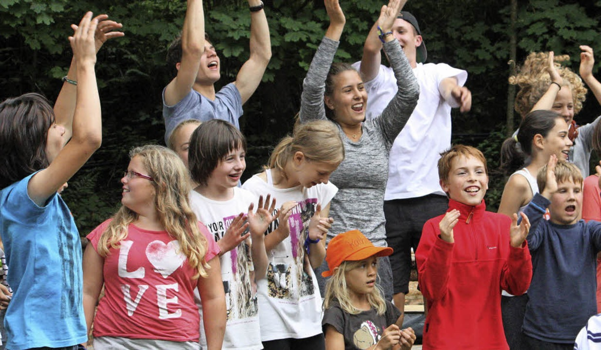 Kinder jubeln in Leinegg. Das Zeltlage...nte nach dem Brand fortgesetzt werden.  | Foto: privat
