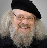 Gerhard Kirk liest Weihnachtsgeschichten im Ökumenischen Gemeindezentrum in Stegen
